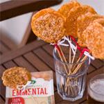 Ementalio sūrio skrituliukai su rūkyta paprika ir sezamais