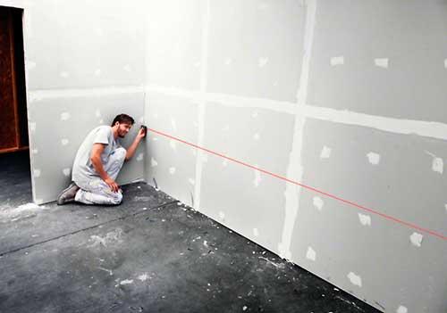 Instalaciones eléctricas residenciales - Midiendo distancia con telémetro láser