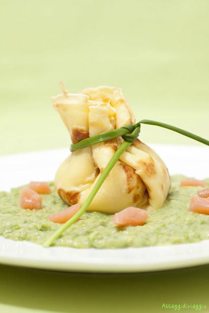 saccottini di crêpes con asparagi e salmone