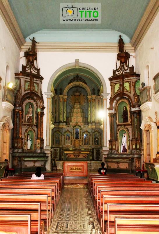 Altares da igreja de São Gonçalo Garcia em Penedo, Alagoas