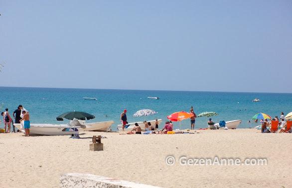 Saros Körfezinde Erikli plajında denize girenler