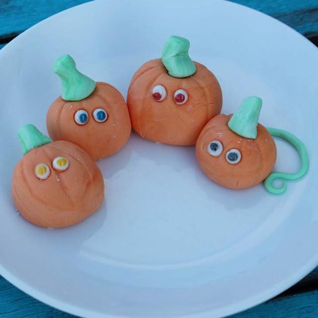 http://www.doodlecraftblog.com/2013/10/diy-edible-googly-eyes.html