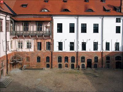 Внутренний дворик Мирского замка