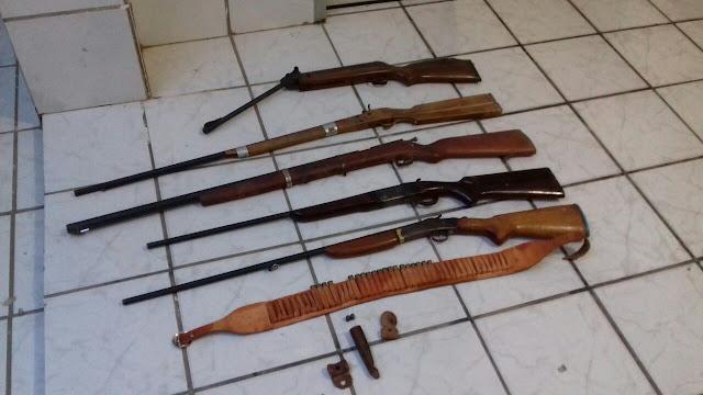 Polícia cIVIL prende homem e apreende espingardas na cidade de Diamante