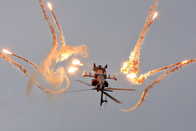 Boeing Apache AH-64 Sensational Flare Maneuver