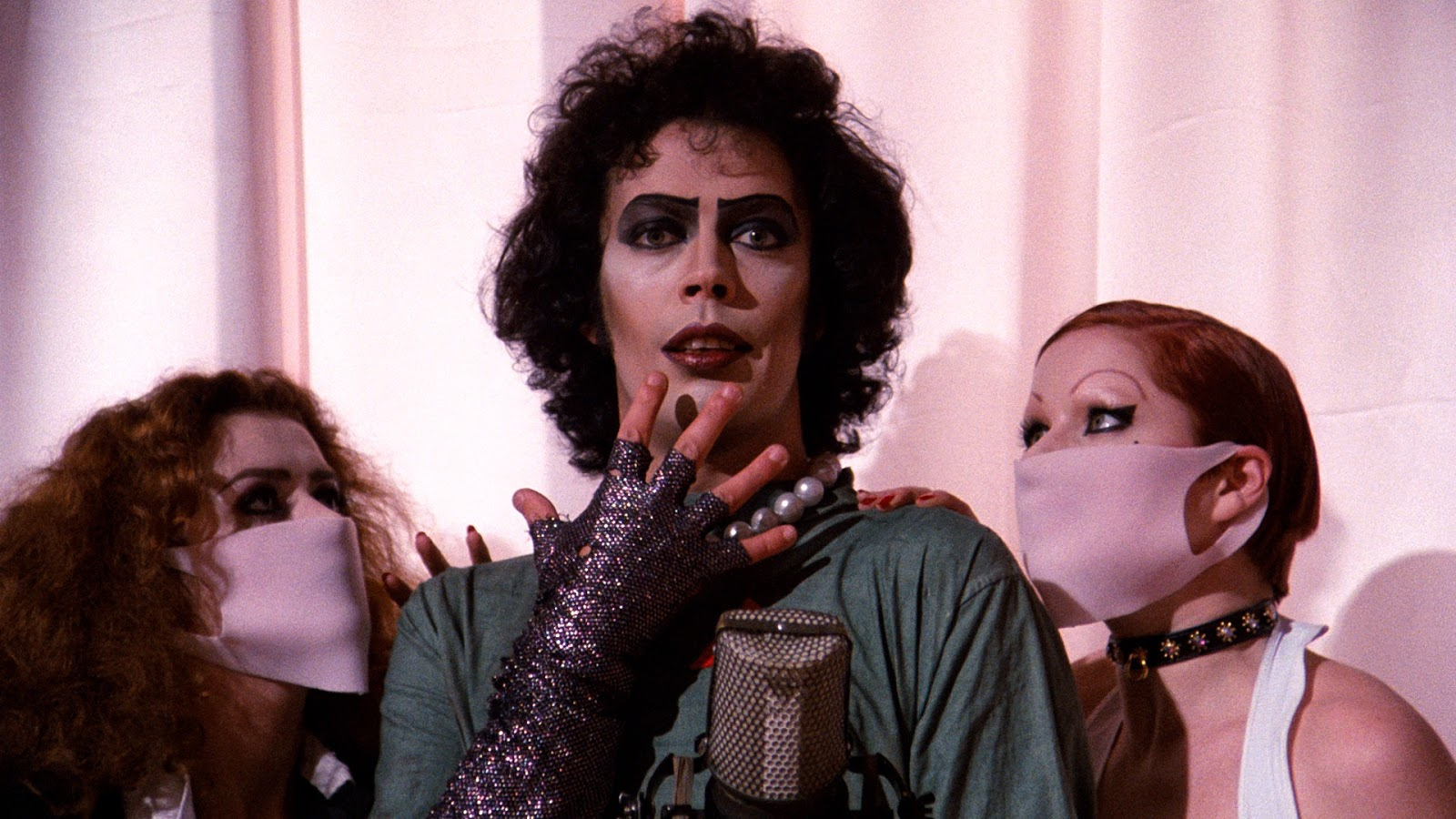 Tim Curry cast as Criminologist in Rocky Horror reboot