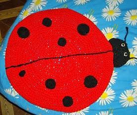 http://trapilloportugues.blogspot.com.es/2013/04/alfombra-infantil.html