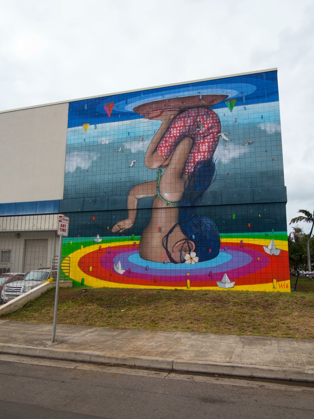We continue our ongoing coverage of the excellent POW! WOW! Street Art Festival with Seth GlobePainter and his newest mural on the streets of Honolulu, Hawaii. 1