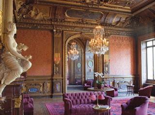 6b10dbe539d07 W palacu Paivy bylo kilka sypialni i w kazdej wielce luksusowe  lozko.Luksusowe poniewaz slu-