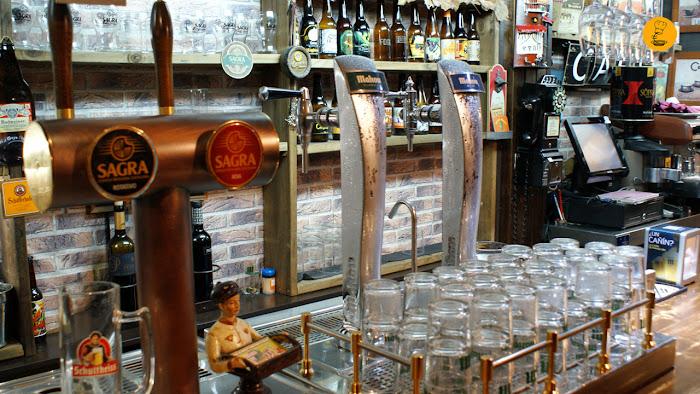 Grifos de cerveza en Fogg Bar La Cibeles y la Sagra