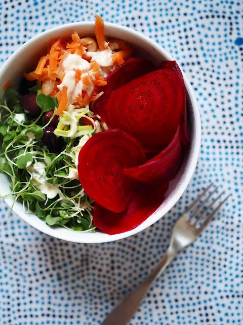 vegekulho, vege-bowl, super-bowl, kasviskulho, kvinoakulho, kulhoruoka, kasviskulhoruoka, tahinikastike