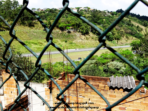 Rodovia dos Bandeirantes há poucos metros da Vila Chica Luisa