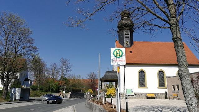 Fränkische Schweiz - Ortsmitte mit Kirche Plankenfels