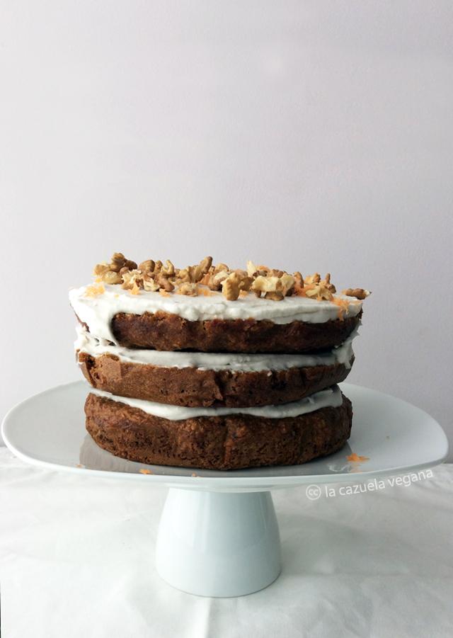 Tarta especiada de zanahoria con nata de coco [¡Mi tarta de Cumpleaños!]