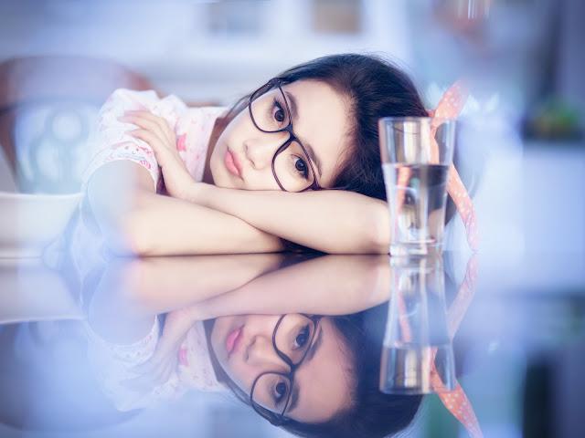 हिंदी शायरी अगर आपकी प्रेमिका आपसे दूर हो गई  - Hindi Shayari If Girlfriend Went Away And Forgets You