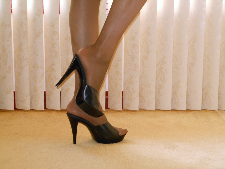 Feet Shoe Dangling Free Sex Videos - Watch Beautiful