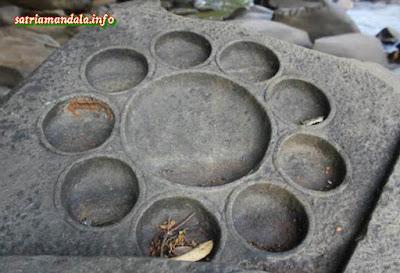 Batu Misterius Dengan Ukiran di Sungai Shalmala India