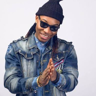 Solidstar All Loved Up With A Strange Lady On Instagram