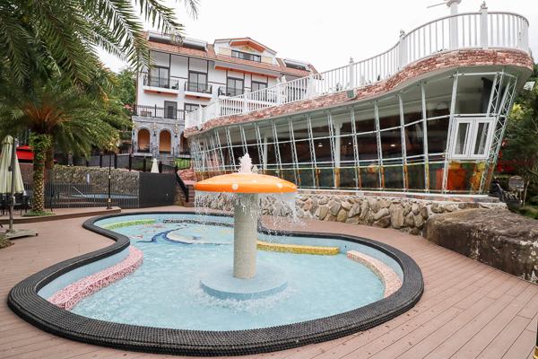 雲林古坑桂林映象會館充滿泰國風的建築、雕像和戲水池,免費參觀