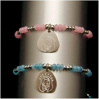 Pulseras de jade rosa y celeste con bolas de plata y medalla de Virgencita. Joyería Artesanal Personalizada