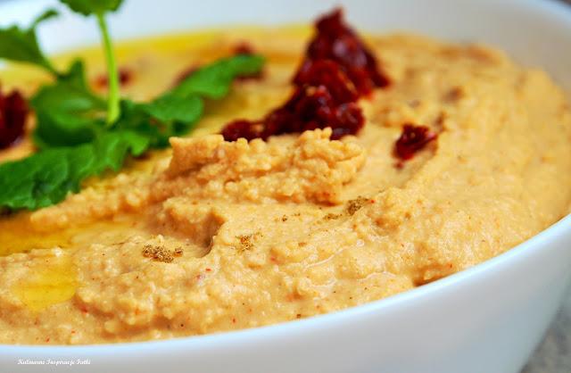 Hummus paprykowy z suszonymi pomidorami