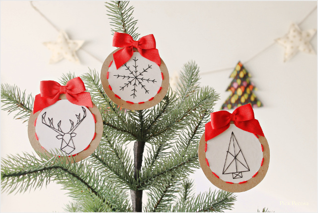 como-hacer-adornos-navidad-carton-reciclado-lana-diy-redondos-lazo