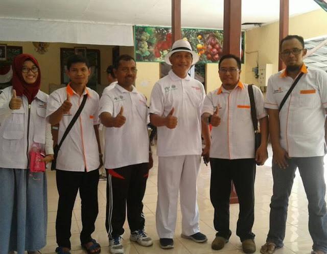 Team Lazismu berpose bersama HM. Arum Sabil dan Ketua BP Lazismu, Ir. HM. Ali Maksum disela-sela Jalan Sehat