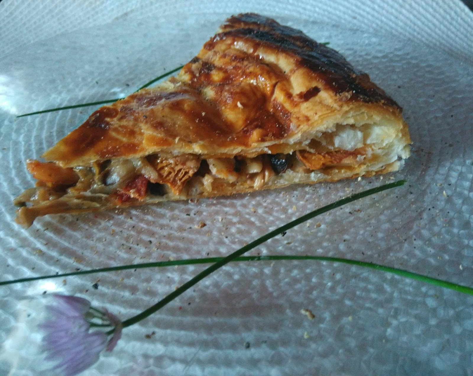 Tourte girolles champignons de paris crevettes chorizo nathychef - Champignon de paris a la poele ...