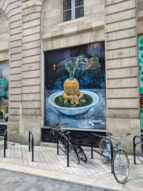 What to see in Bordeaux: carrot in soup street art