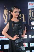 Akshara Haasan in Shining Gown at IIFA Utsavam Awards 2017  Day 2 at  19.JPG