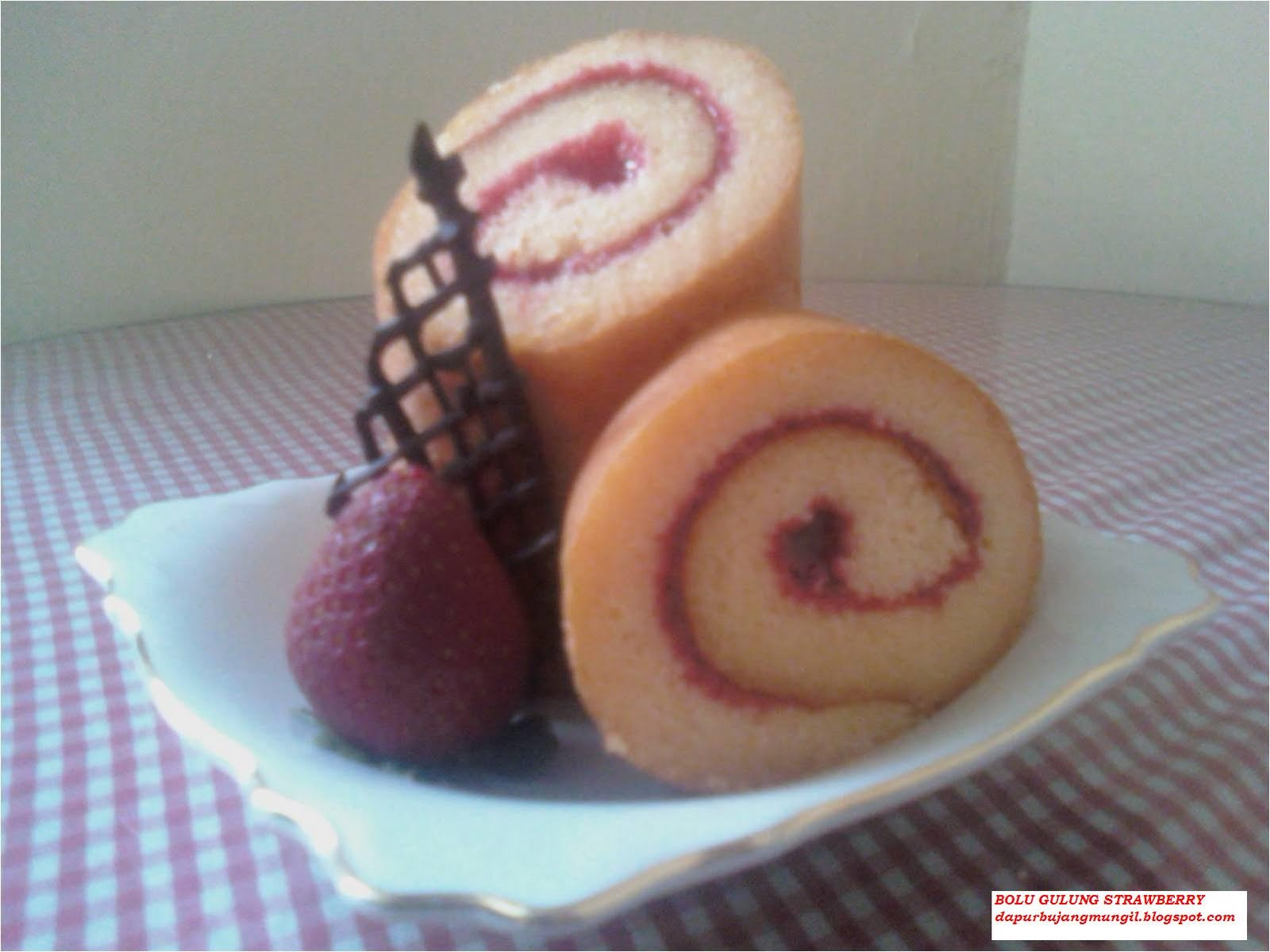 Resep Roll Cake Jepang Ncc: NCC Bolgul Week: Bolu Gulung Strawberry By Sari Suwesmin