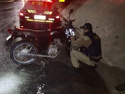 PRF apreende motocicleta com suspeita de adulteração Régis Bittencourt
