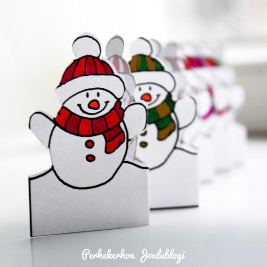 Kuva: Jouluaskartelu lapsille - hauskat lumiukot rivissä