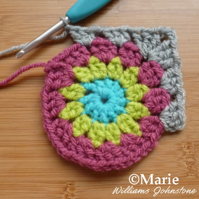 Making the corner of this granny square