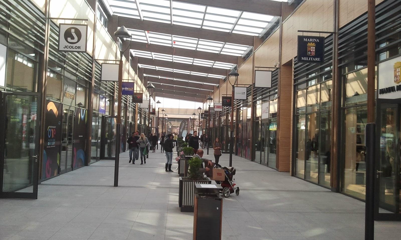 8028739deaefc Cestou sme sa ešte zastavili v obchodoch ako Gant, Gaudí, Adidas, teda také  známejšie aj keď viem, že sú cenovo drahšie, zvyšok z celkových 70 obchodov  nás ...