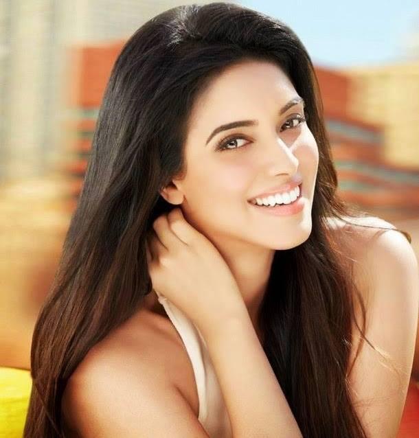 Asin Thottumkal Bollywood Actress Biography, Hot HD Photos