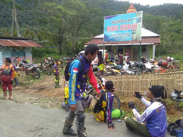 Komunitas Trail Peduli ( KTP) Bantu Mushola Nurul Hikmah Pamah Semelir