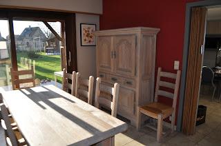 tafel en barkast gerenoveerd