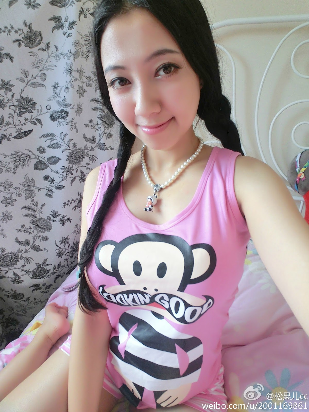Pretty Young Chinese Song Guo Er 宋國洱 Undressing Topless With Big Size Breast