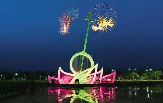 Lễ hội đờn ca tài tử diễn ra ở quảng trường Hùng Vương
