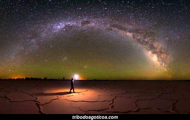 sozinho escuridão fim do mundo deserto noite estrelas