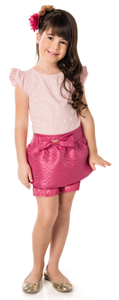 700b9568b730 Para as meninas, o grande destaque da coleção é o conjunto da coleção Duda  Bündchen para Brandili Mundi. A blusa, feita de cotton light, tem aplique  de ...
