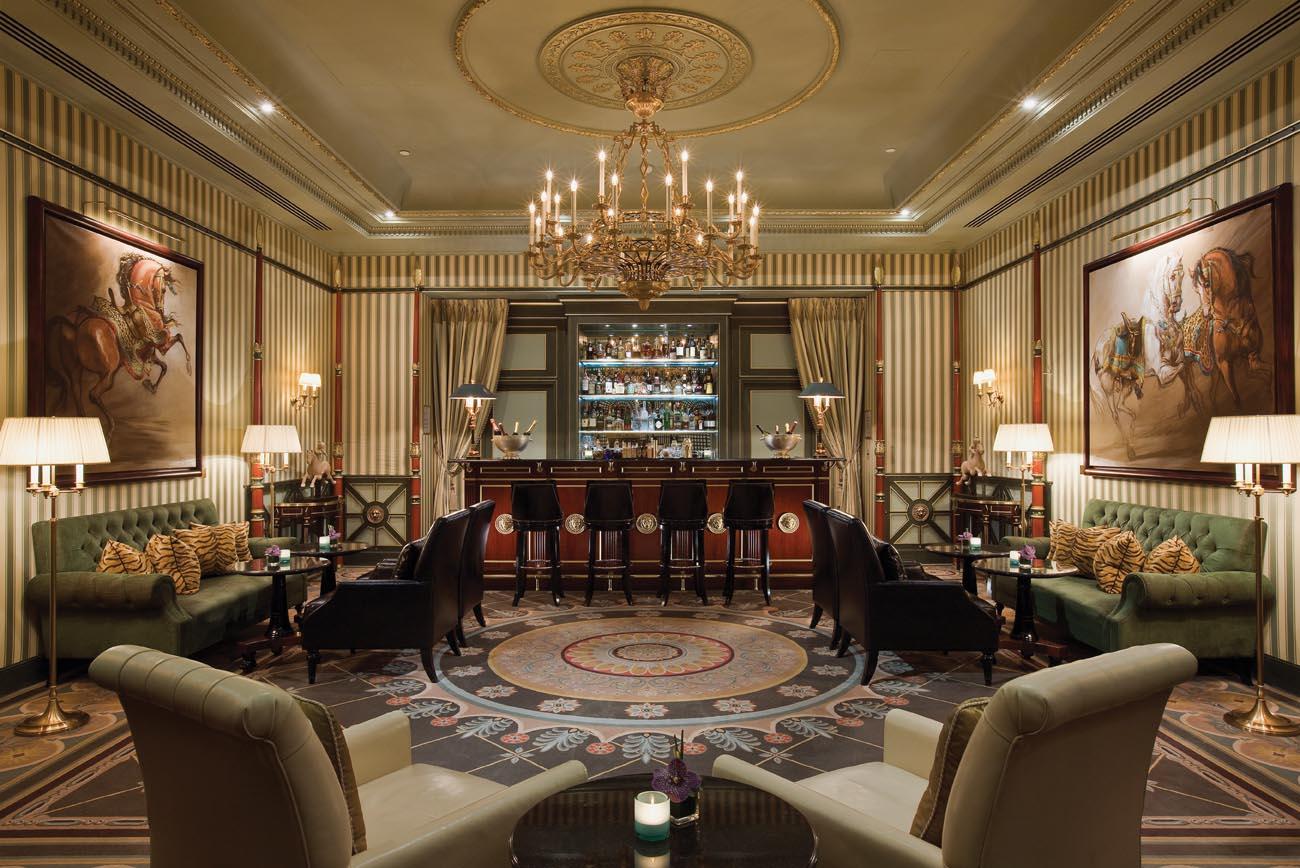 Luxury life design shangri la hotel paris for Hotel design paris 8