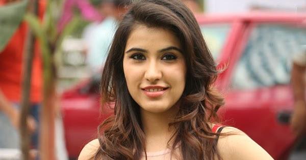 Indian serial actress tejaswi prakash showing creamy navel - 3 4