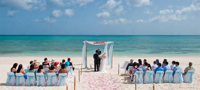 Bahamas be Hot destination wedding location in 2013 because of this Bahamas ocean give you a beautiful scenery of the ocean