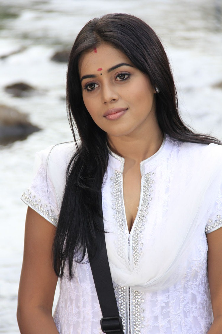 Beautiful Poorna looking gorgeous latest hot pics collection