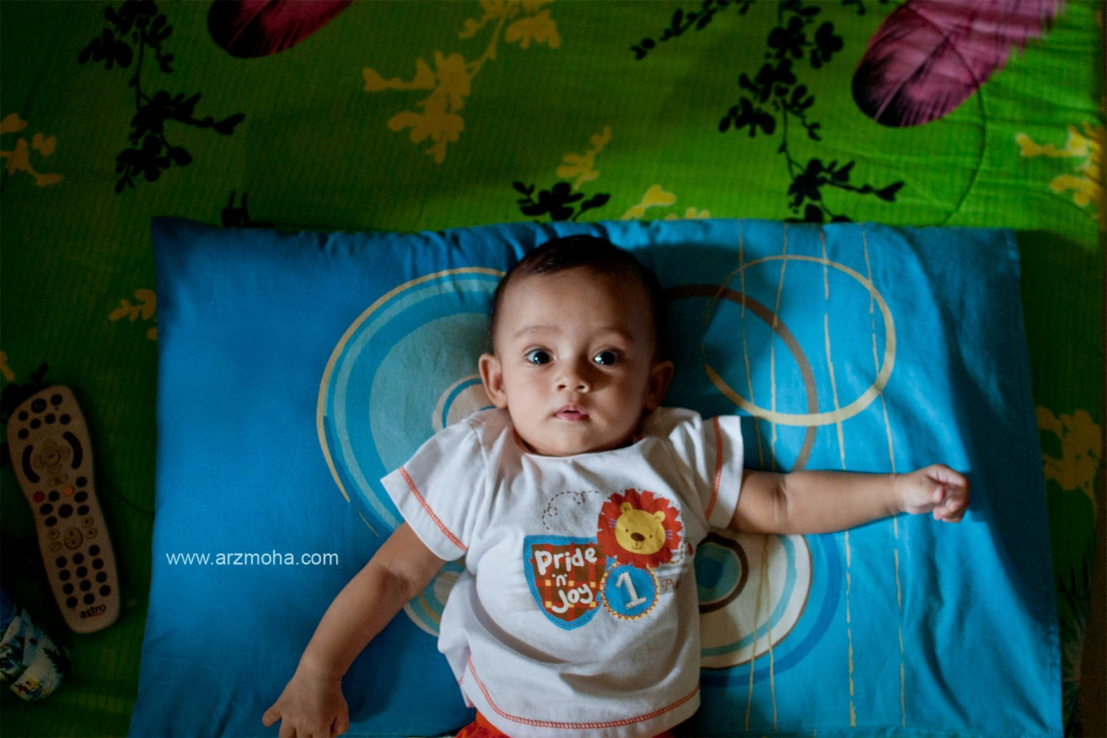teknik editing, photography, vignette, cik puteri, kids, my daughter, baby, i love baby, gambar kanak-kanak cantik, bantal biru,