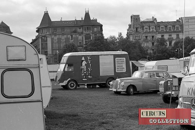 camping et véhicule publicitaire du Cirque National Suisse Knie  1970