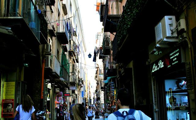 Spaccanapoli, Napoli, centro, palazzi, finestre,negozi
