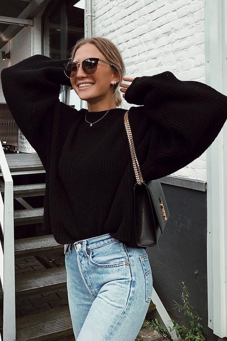 ootd | black oversized sweater + bag + jeans